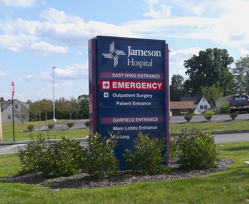 exterior hospital directional sign