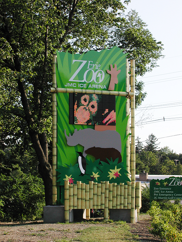 zoo main identification sign