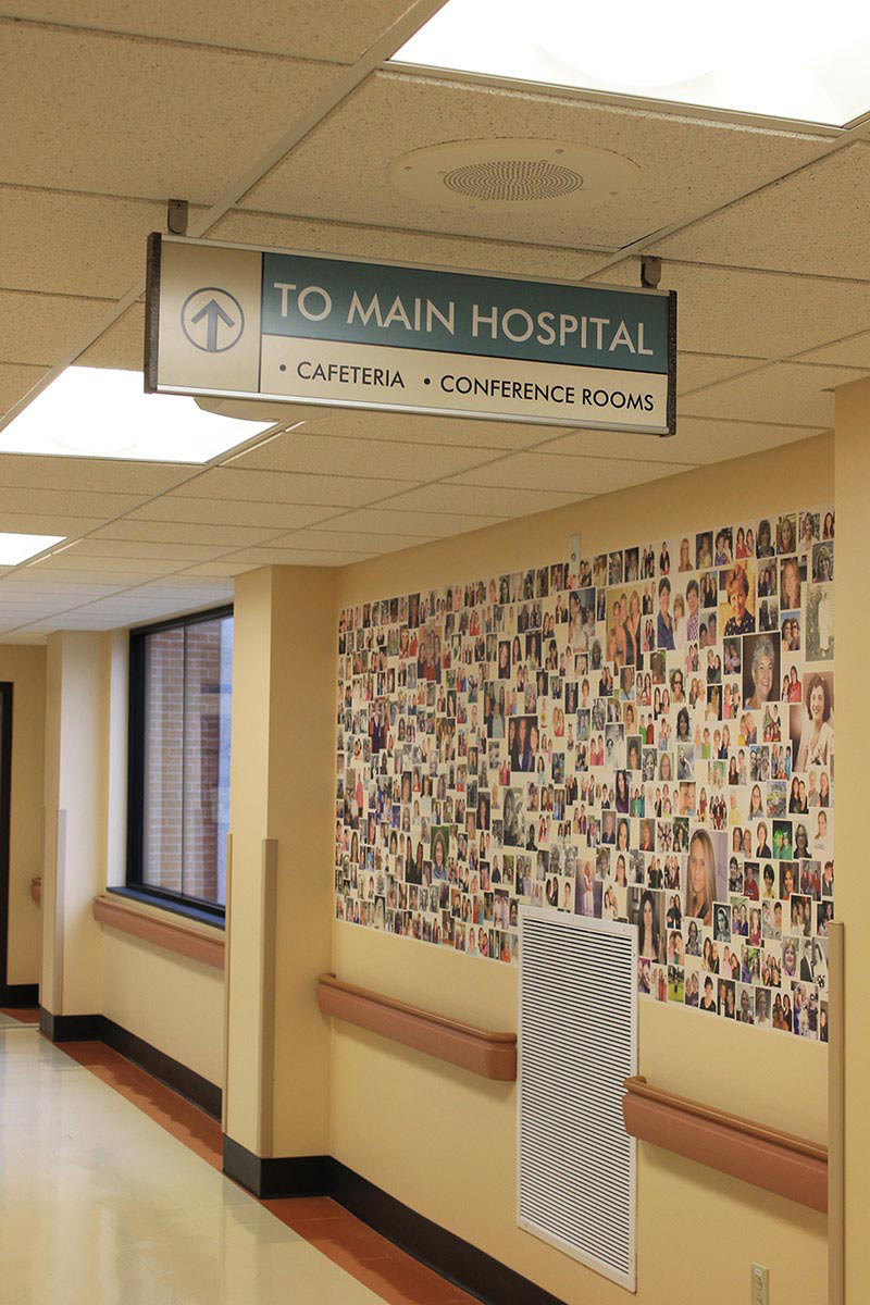 interior-ceiling-mounted-sign-hopsital-wayfinding